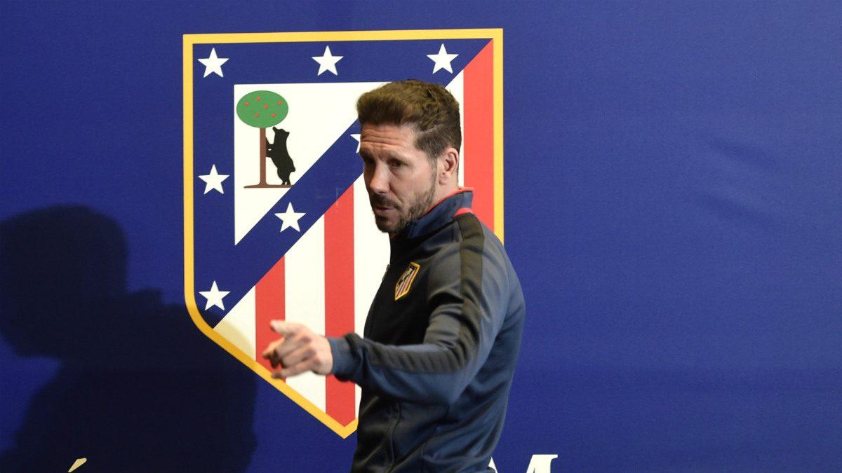 Simeone tras una rueda de prensa.