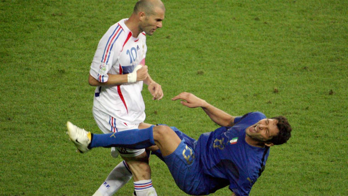 Zidane y Materazzi en el Mundial 2006. (AFP)