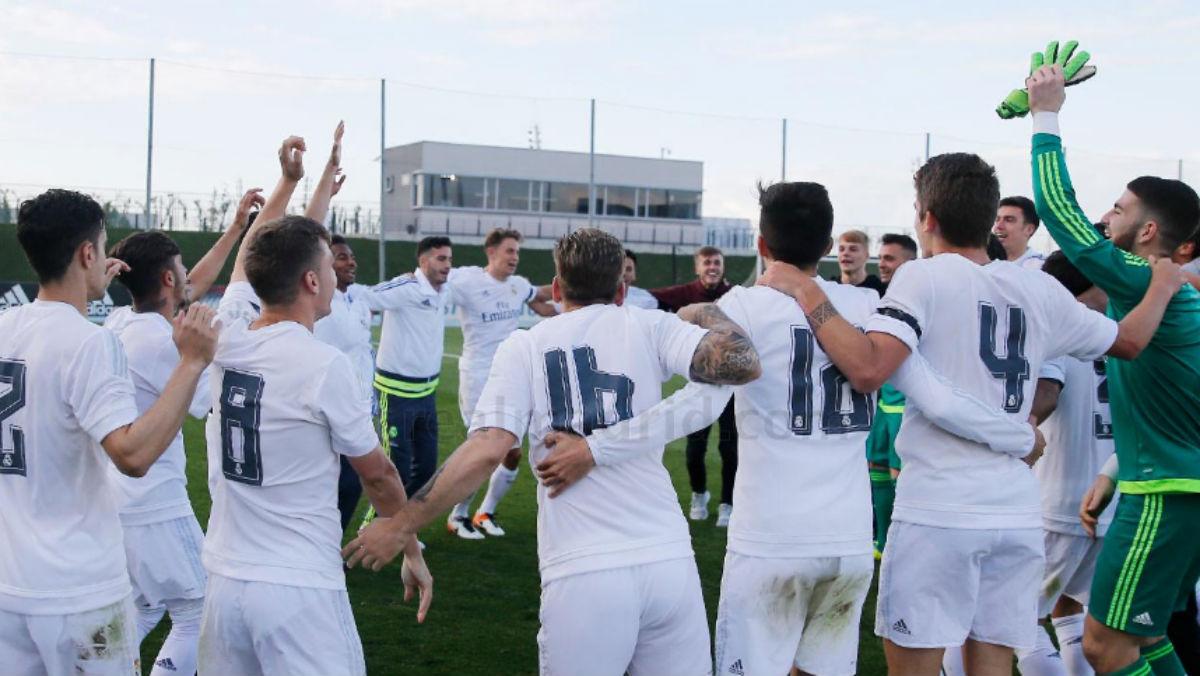 Los jugadores del Castilla celebran el triunfo ante La Roda.