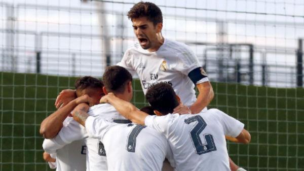 El Castilla celebra un gol contra el Arenas.