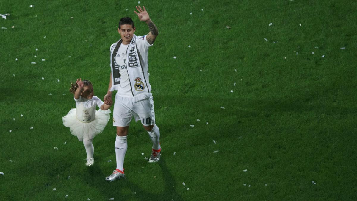 James Rodríguez pasea con su hija en la celebración de la Undécima en el Bernabéu. (Getty)