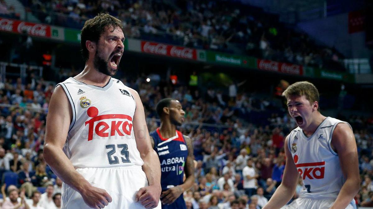 Sergio Llull y Luka Doncic celebran una canasta. (www.realmadrid.com)