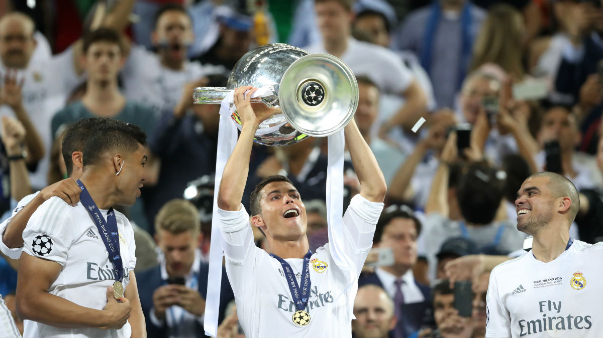 Cristiano Ronaldo alza la Undécima. (AFP)