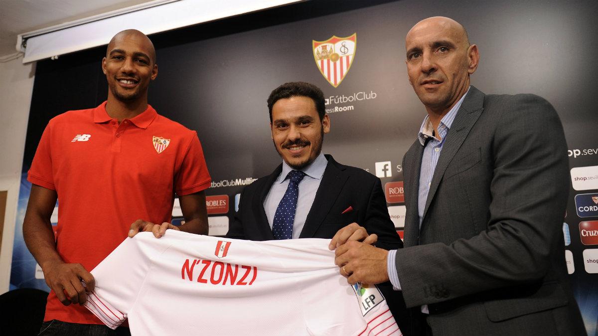 Monchi, durante la presentación de N'Zonzi con el Sevilla. (AFP)