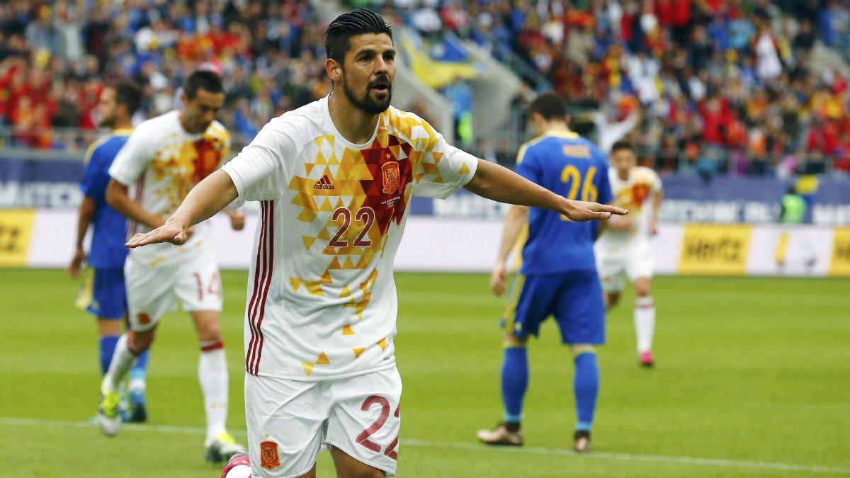 Nolito celebra uno de sus goles ante Bosnia. (Reuters)
