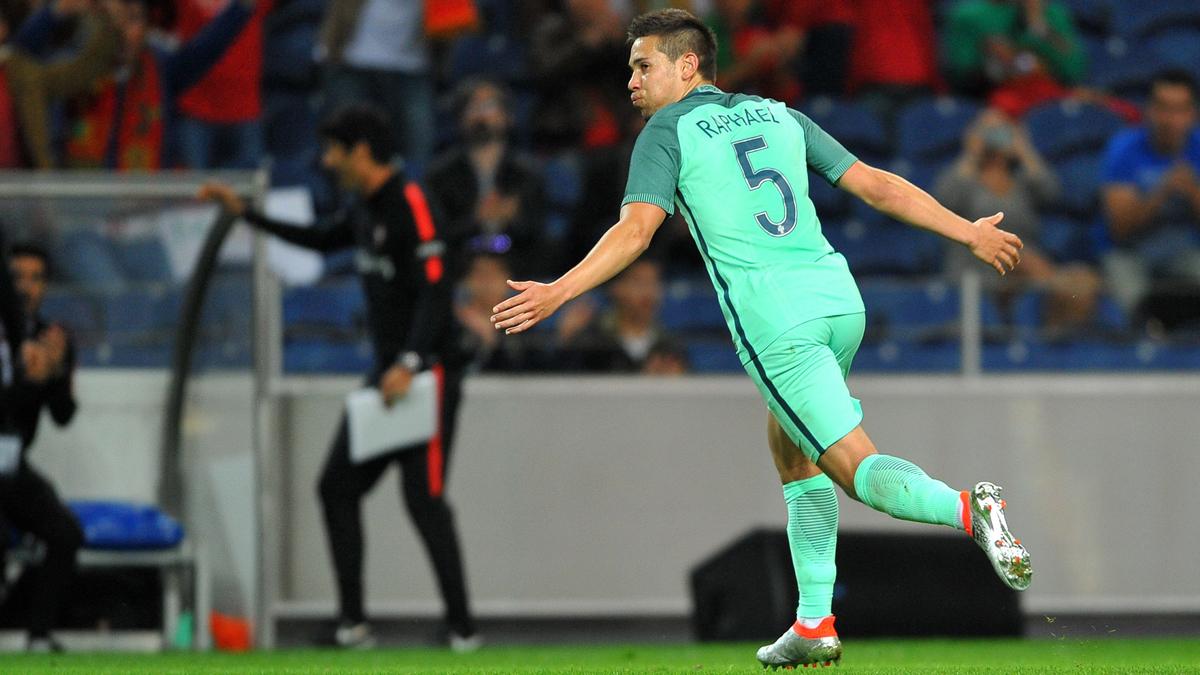 Guerreiro, celebrando un gol con Portugal