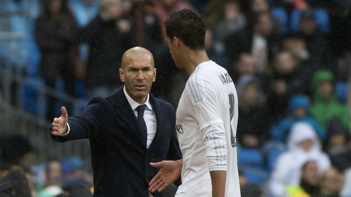 Varane reconoció que habló con Zidane al comienzo de la temporada. (AFP)