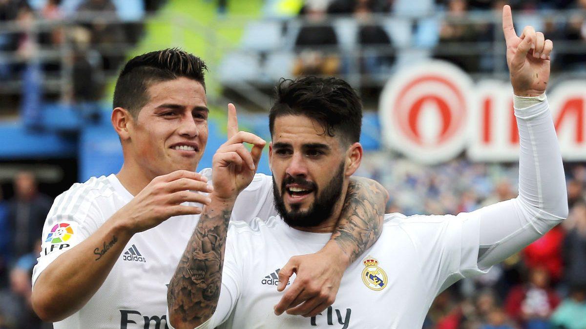 Isco y James celebran un gol del Madrid en Getafe. (AFP)