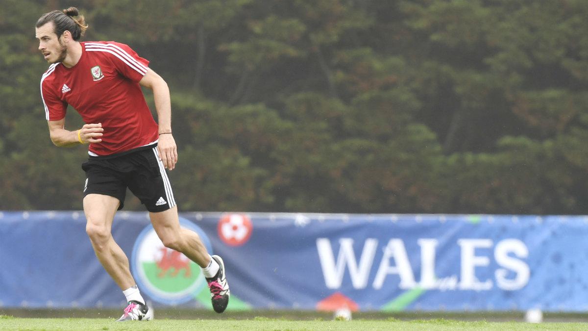 Bale, en un entrenamiento con Gales. (AFP)