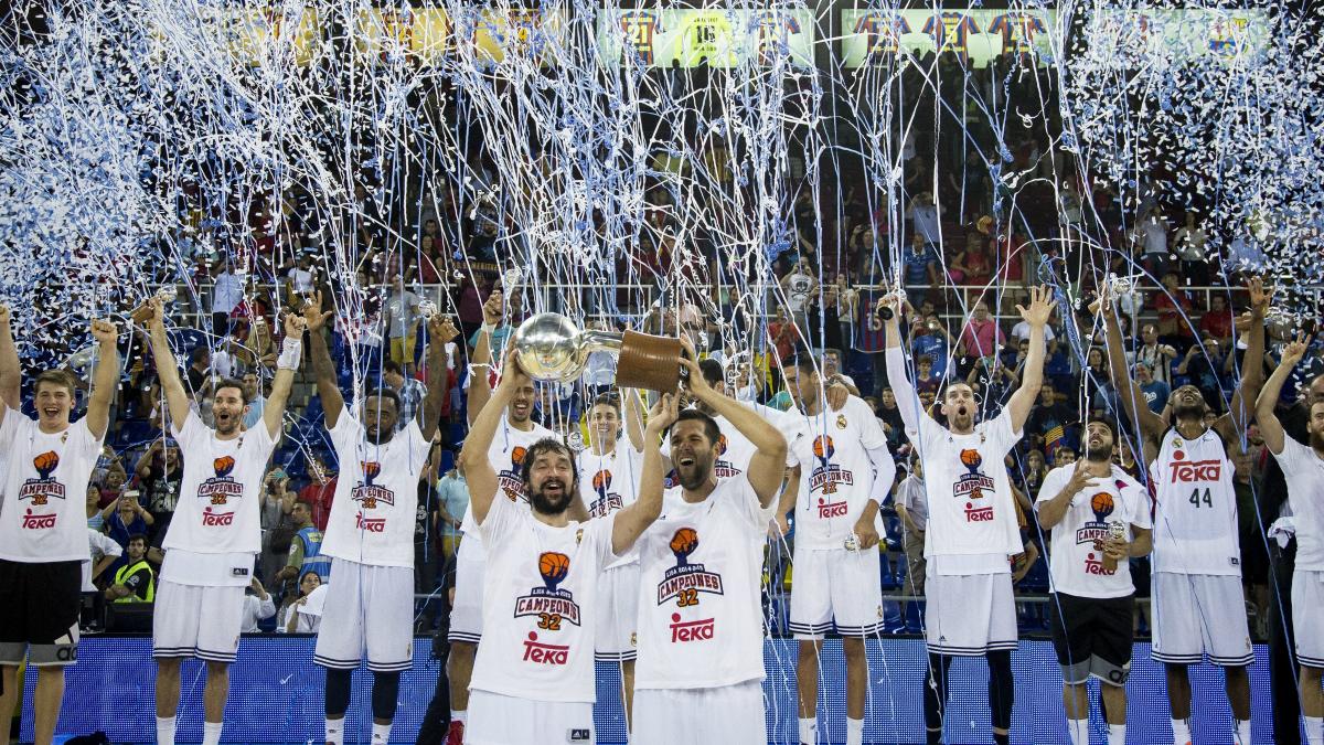 Felipe Reyes y Sergio Llull levantan el título de Liga ACB. (Getty)