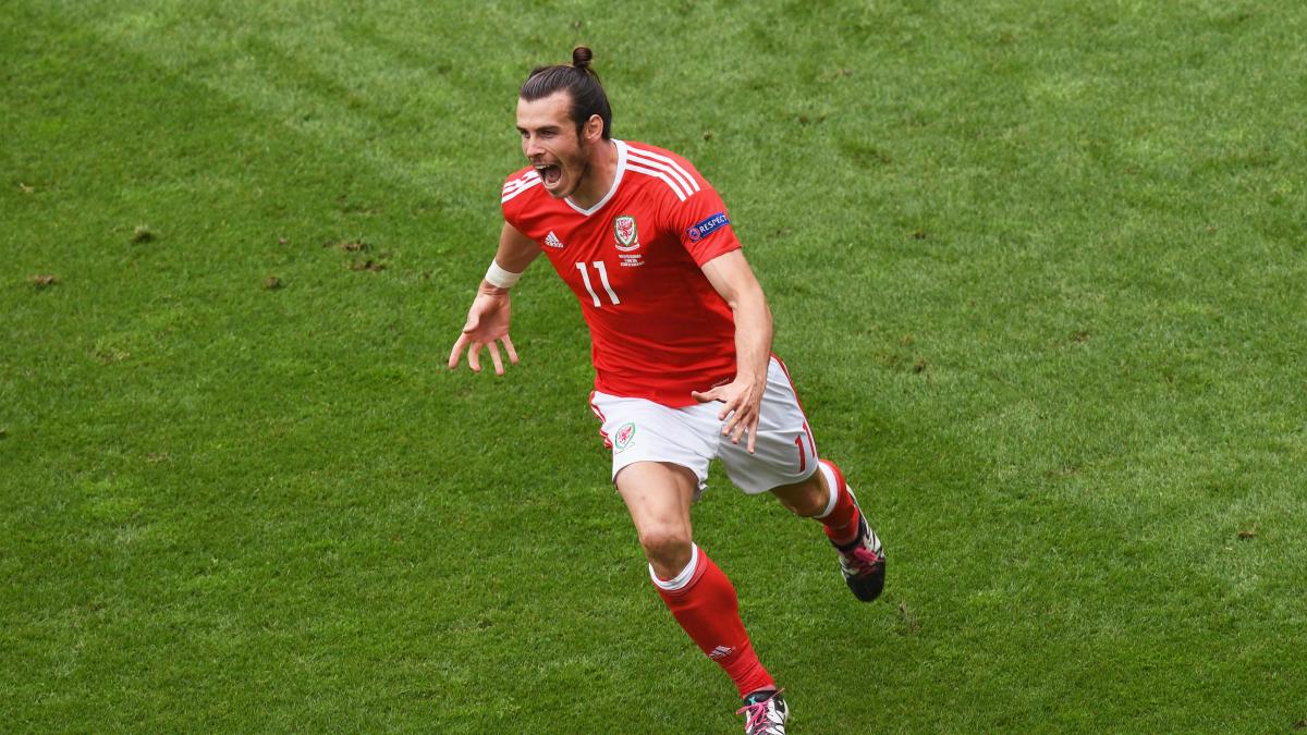 Gareth Bale, tras anotar un gol con Gales. (Getty)