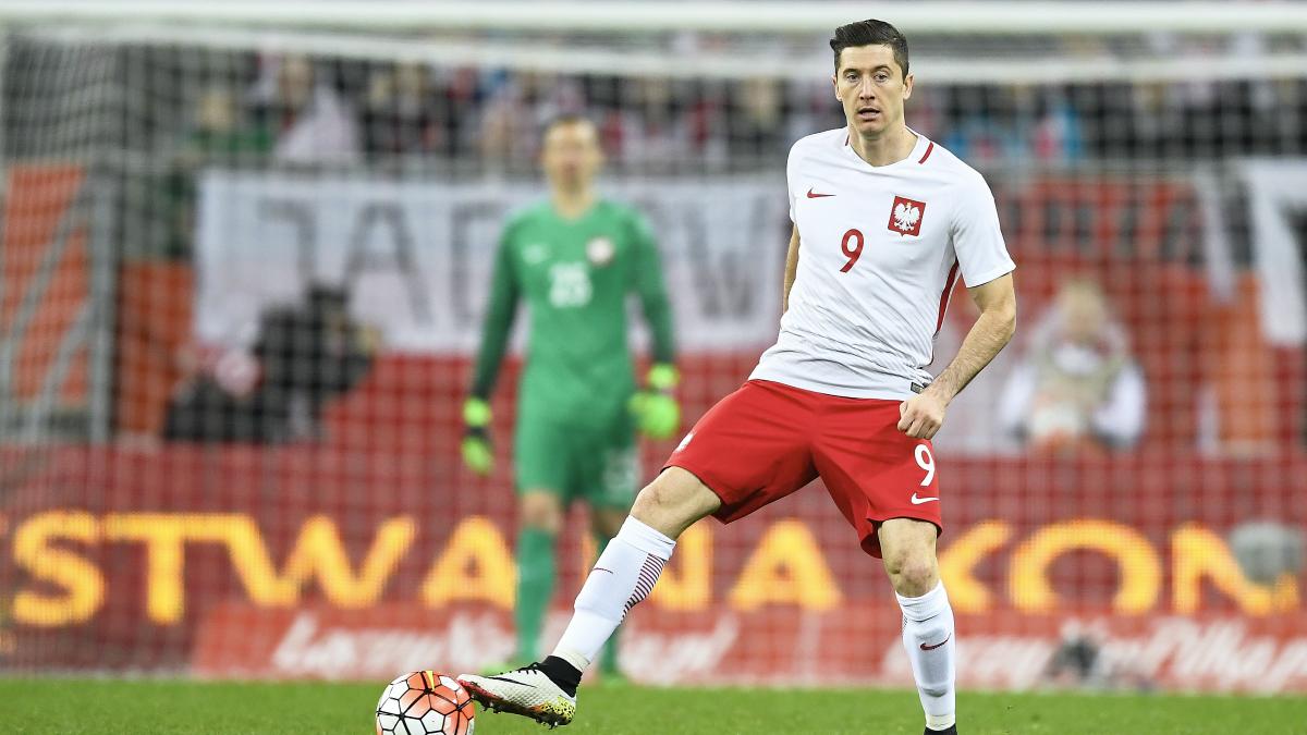 Robert Lewandowski, en un partido con Polonia. (Getty)