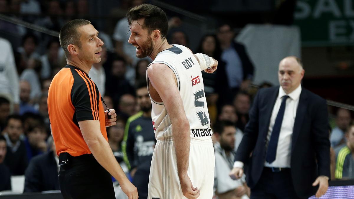 Rudy, protestando durante un partido contra Valencia Basket.