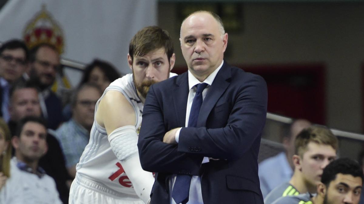 Andrés Nocioni, junto a Pablo Laso. (AFP)