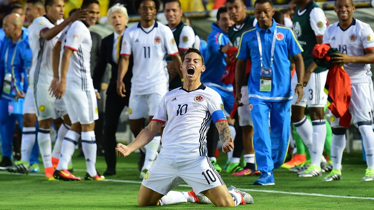 James Rodríguez celebra el pase de Colombia a cuartos de la Copa América. (AFP)
