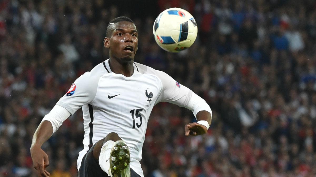 Pogba controla un balón durante el Suiza-Francia. (AFP)