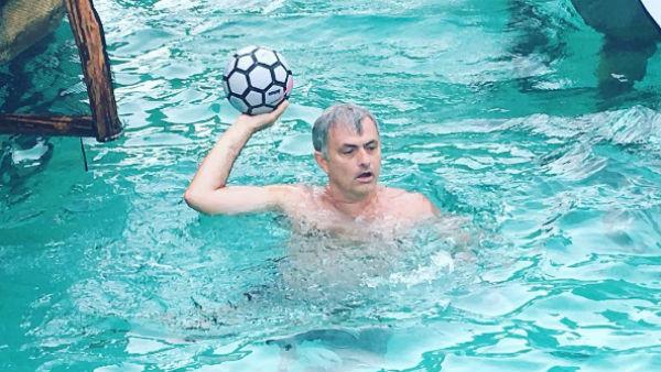 José Mourinho, durante sus vacaciones. (Instagram)