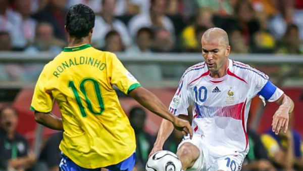 Ronaldinho y Zidane, en un partido del Mundial.