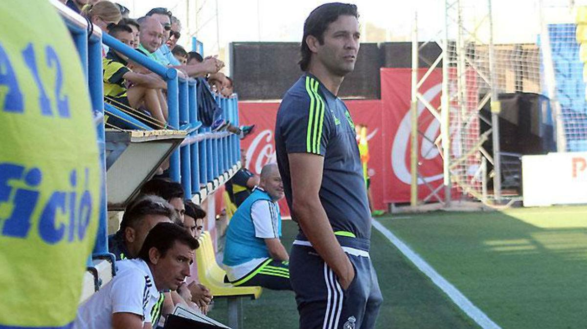 Santiago Solari dirigiendo al Juvenil A en Villarreal. (Realmadrid.com)
