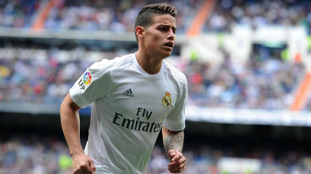 James Rodríguez, en un partido en el Bernabéu. (AFP)