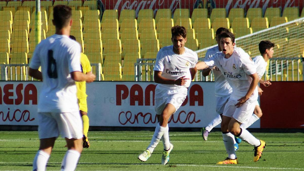Achraf y Fidalgo celebran un gol del Juvenil A. (realmadrid.com)