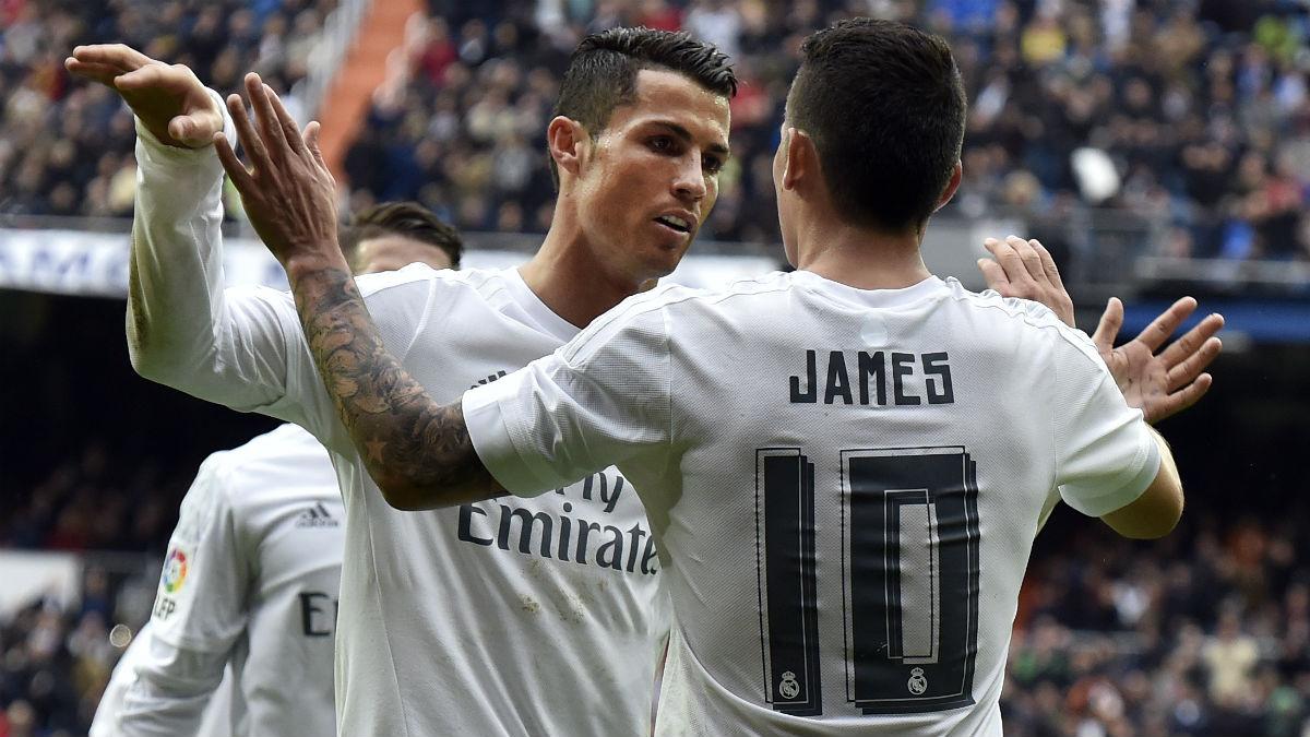 Cristiano Ronaldo felicita a James Rodríguez. (AFP)