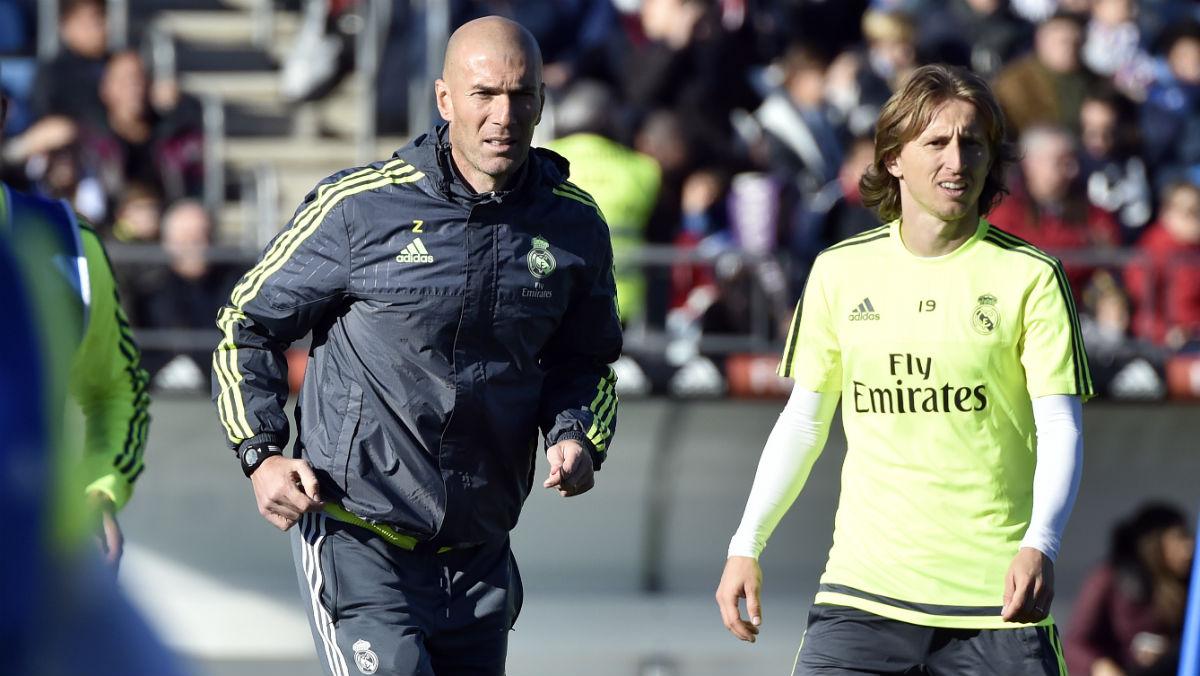 Zidane y Modric, en un entrenamiento. (AFP)