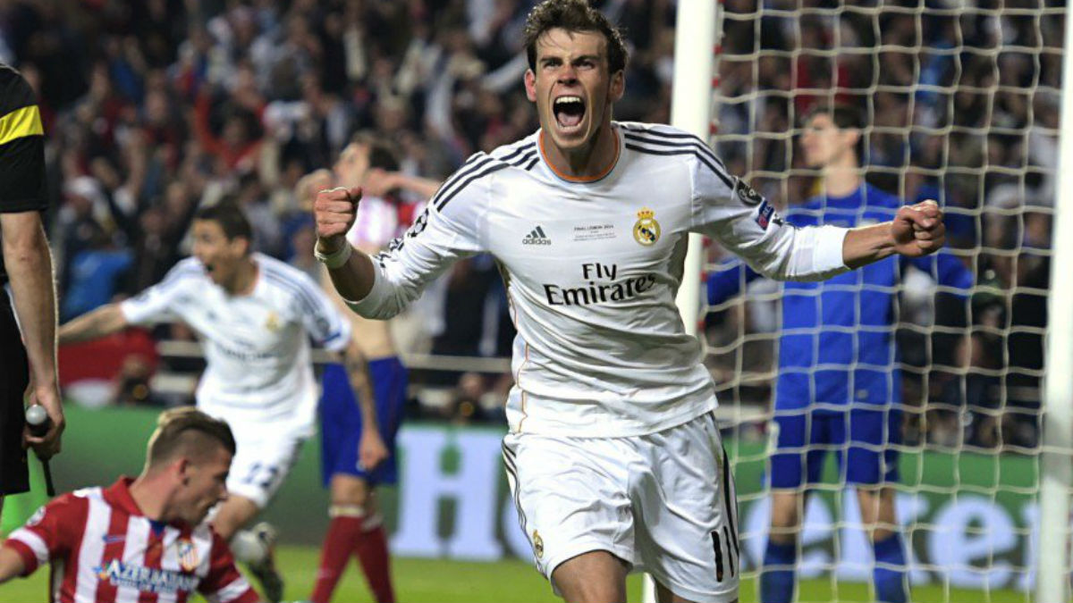 Bale celebra el gol que marcó a Courtois y en el que le defendió Alderweireld. (Getty)