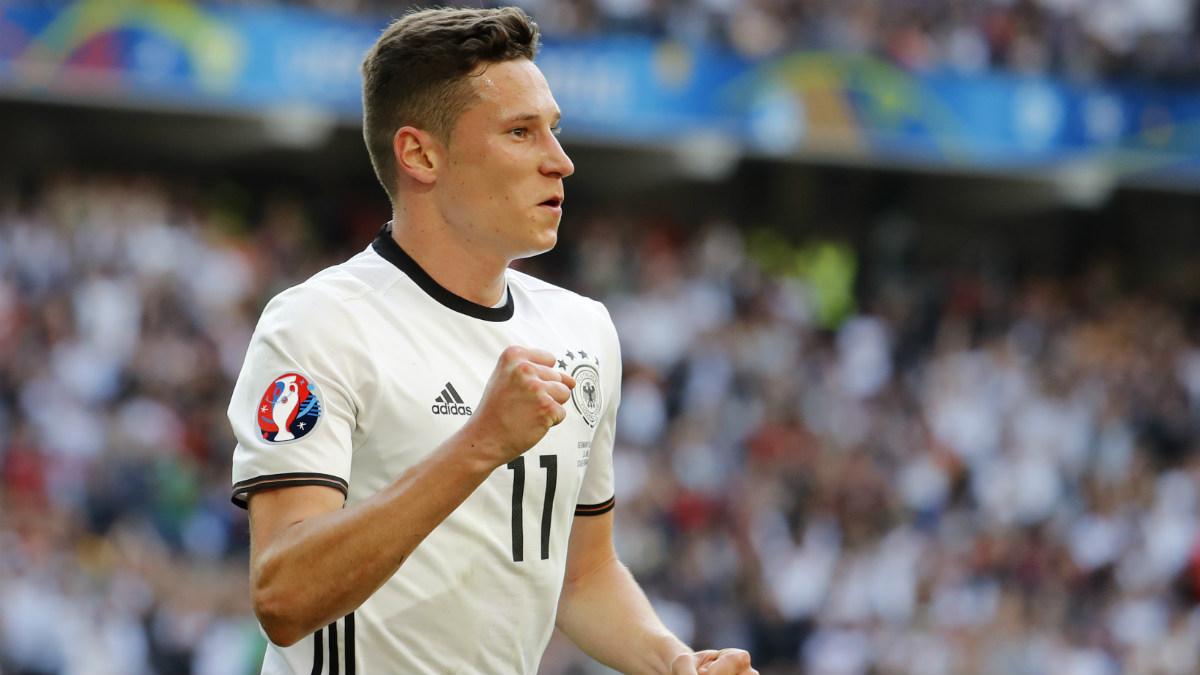 Julian Draxler celebra un gol con Alemania. (Reuters)
