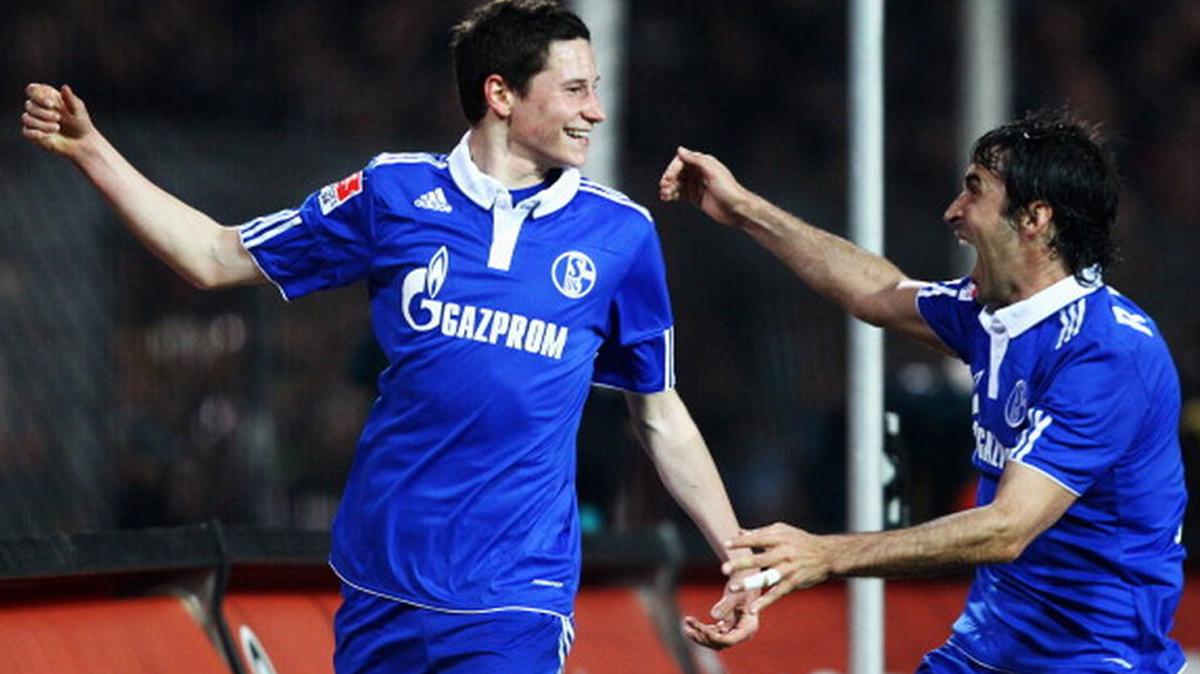 Draxler y Raúl, celebrando un gol con el Schalke.