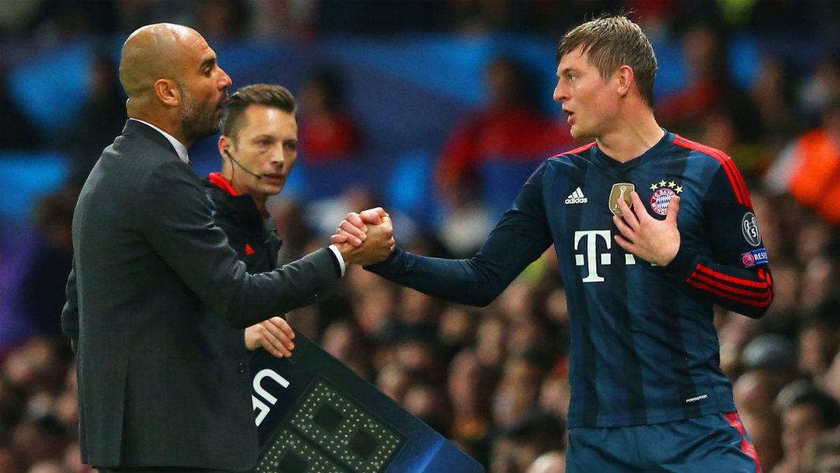 Guardiola saluda a Kroos en un partido con el Bayern. (Getty)