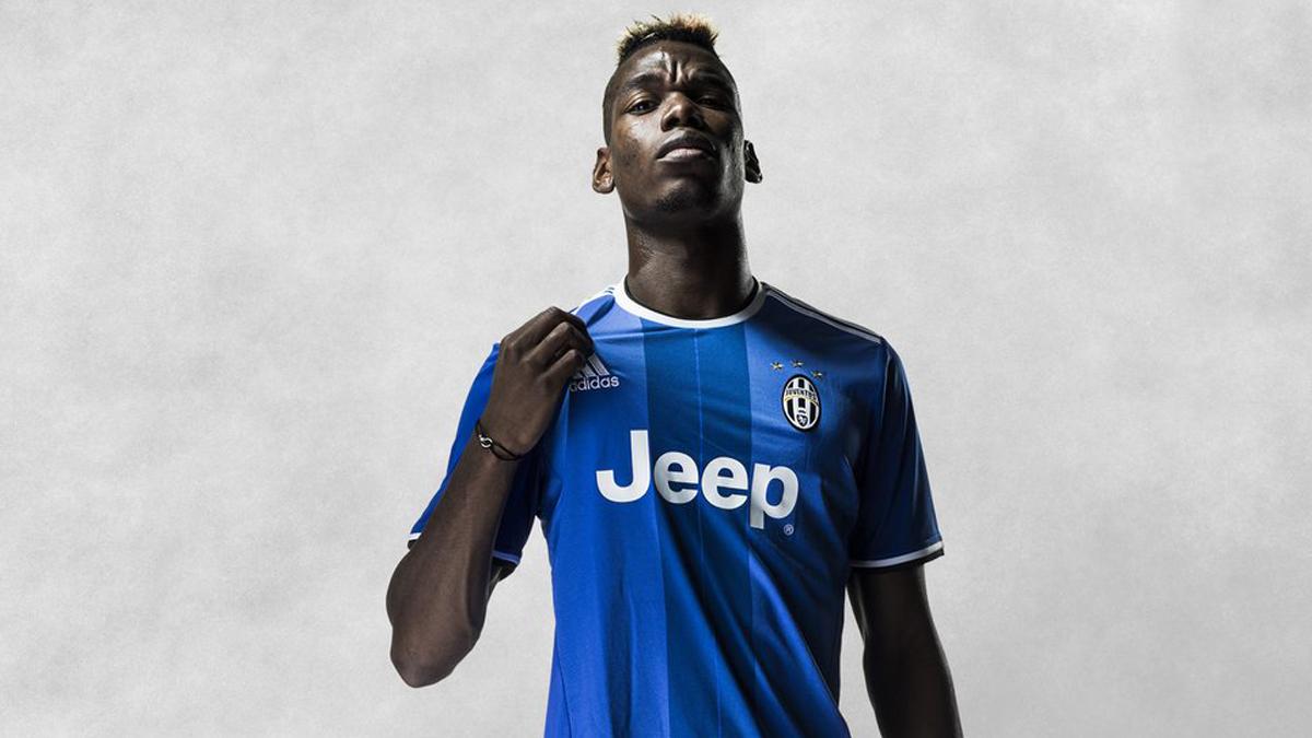 Pogba, posando con la nueva segunda equipación de la Juventus.
