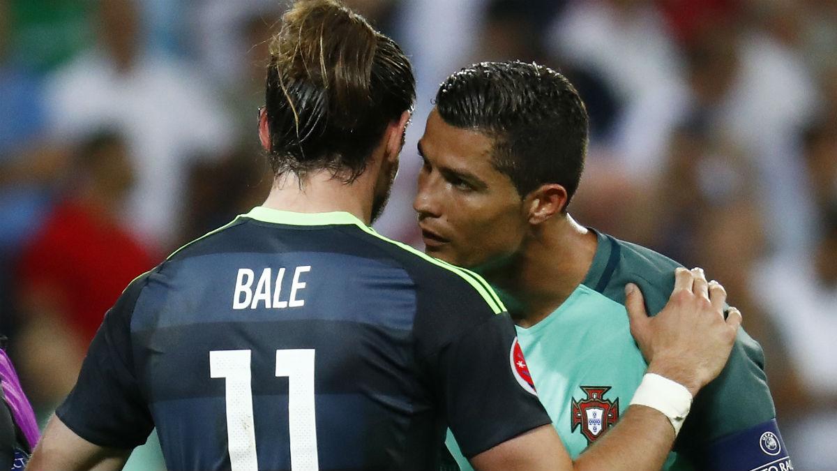 Cristiano y Bale se saludaron deportivamente en la Eurocopa. (Reuters)