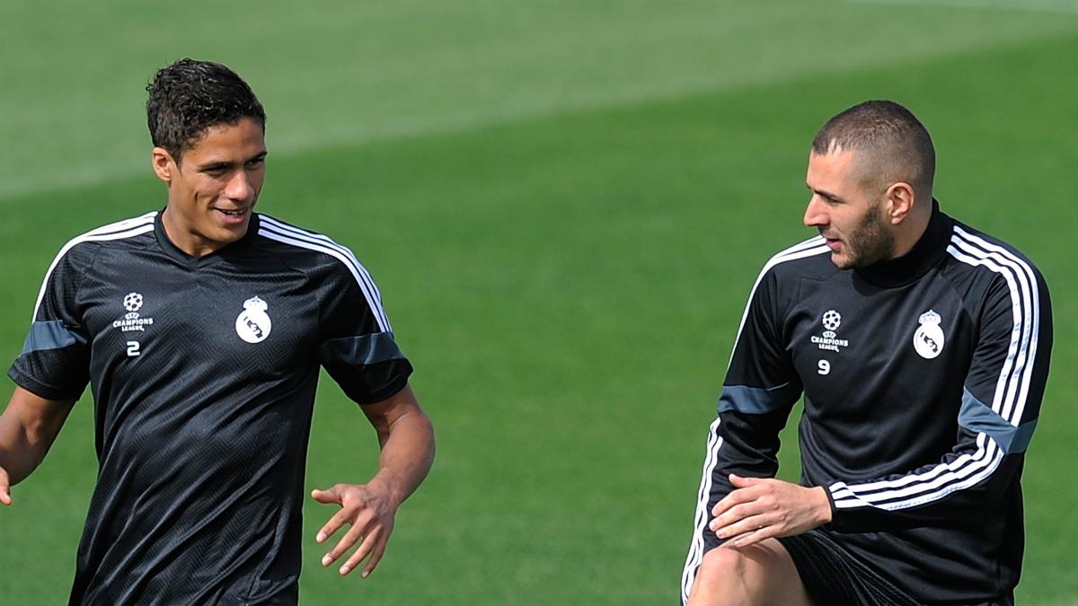 Benzema y Varane, durante un entrenamiento del Real Madrid.