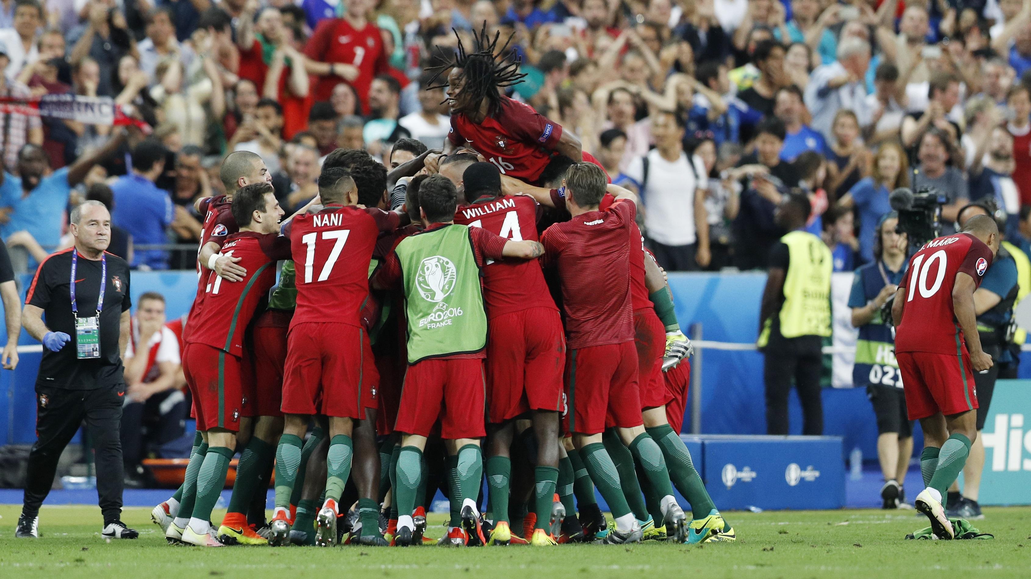 Así celebraron los portugueses el gol de Éder.