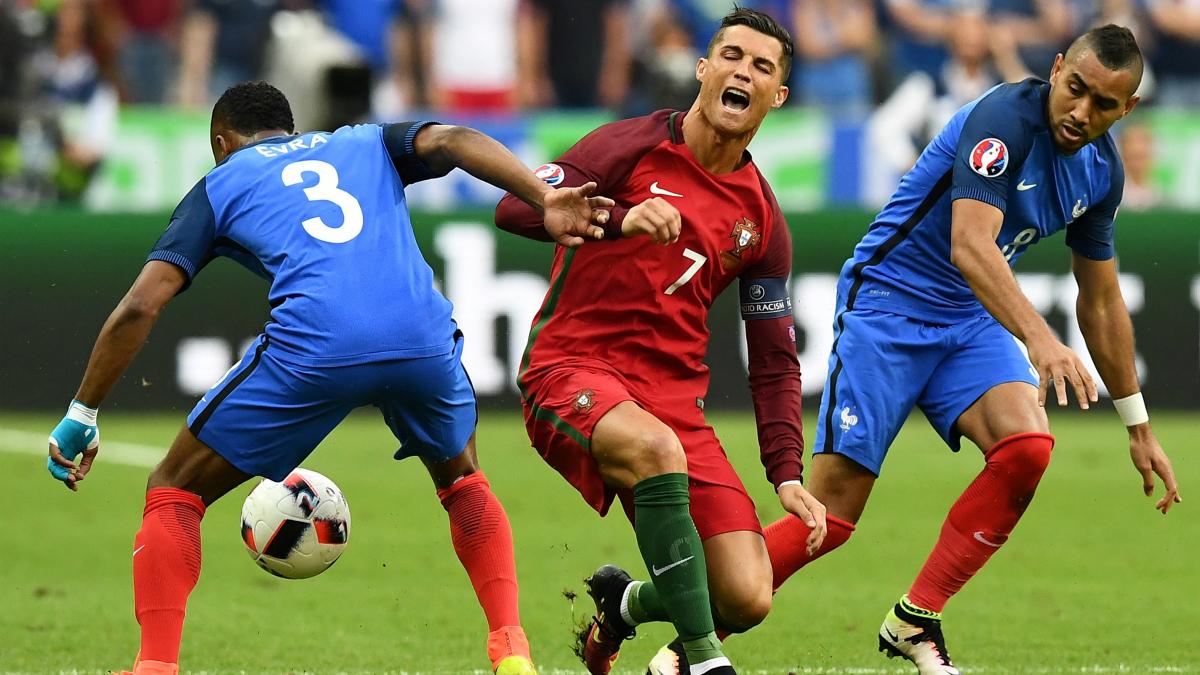Cristiano Ronaldo en el momento de su lesión. (AFP)