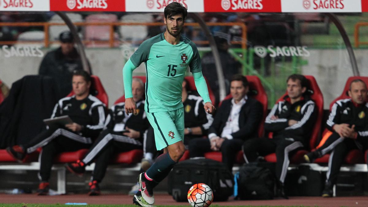 André Gomes, durante un amistoso con Portugal.