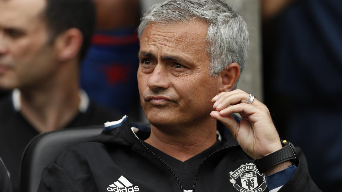 Mourinho durante su debut al frente del United. (Reuters)