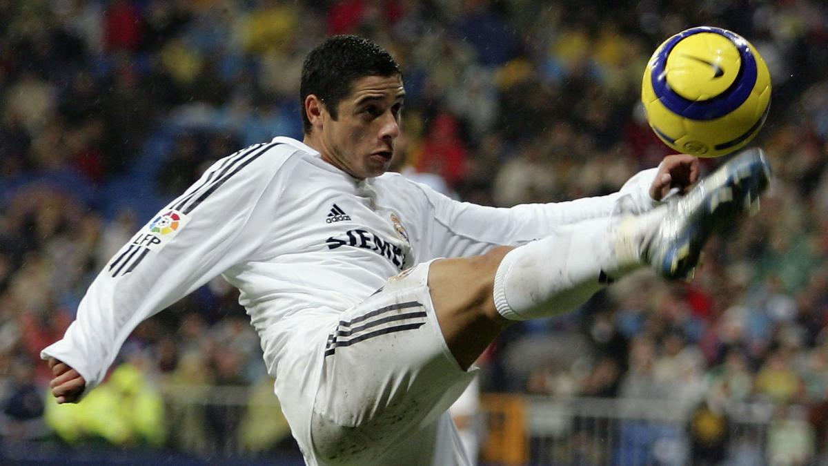 Cicinho, en un partido con el Real Madrid. (Getty)