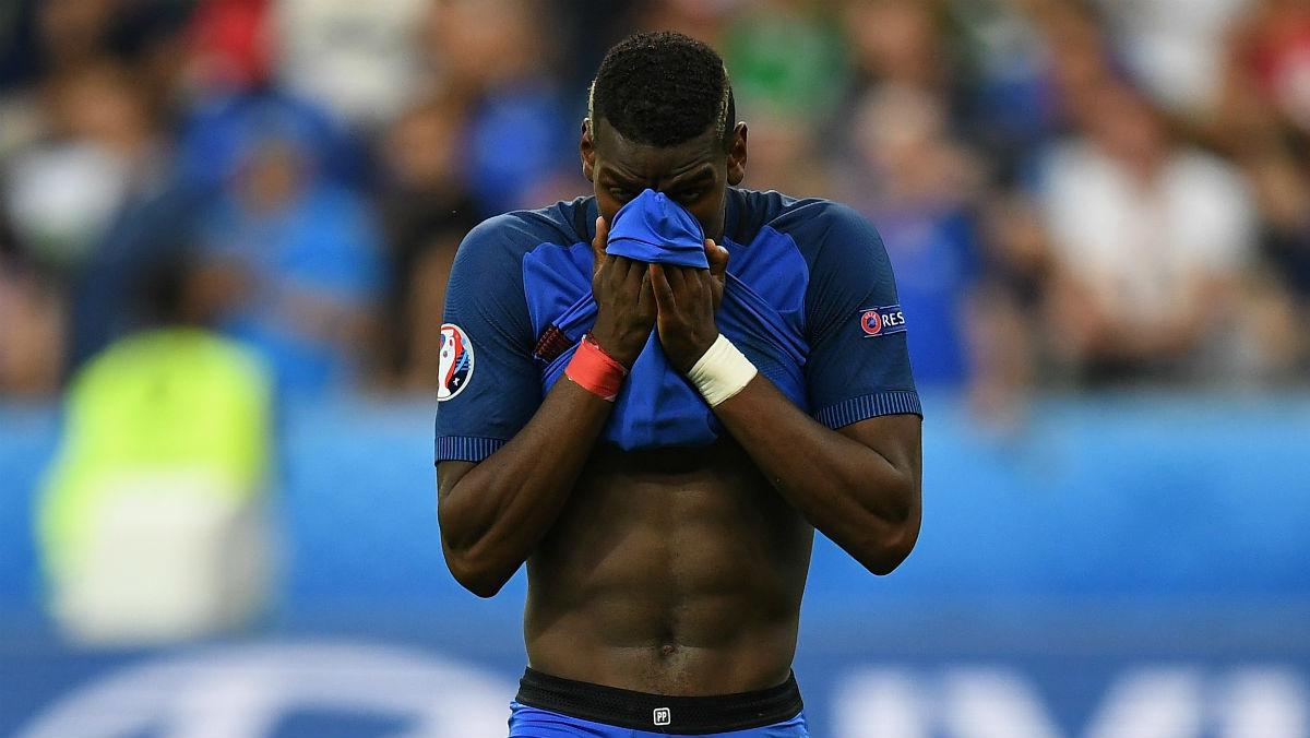 Pogba se lamenta tras la final de la Eurocopa. (Getty)