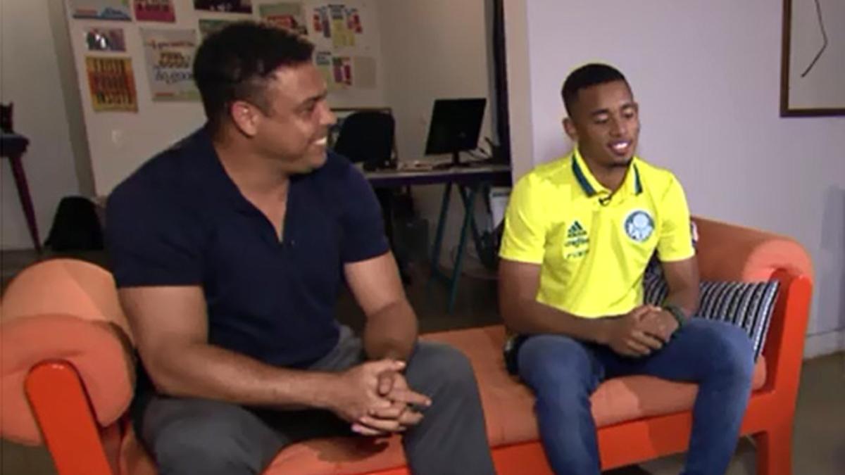 Ronaldo, junto a Gabriel Jesús en el encuentro organizado por TVGlobo.