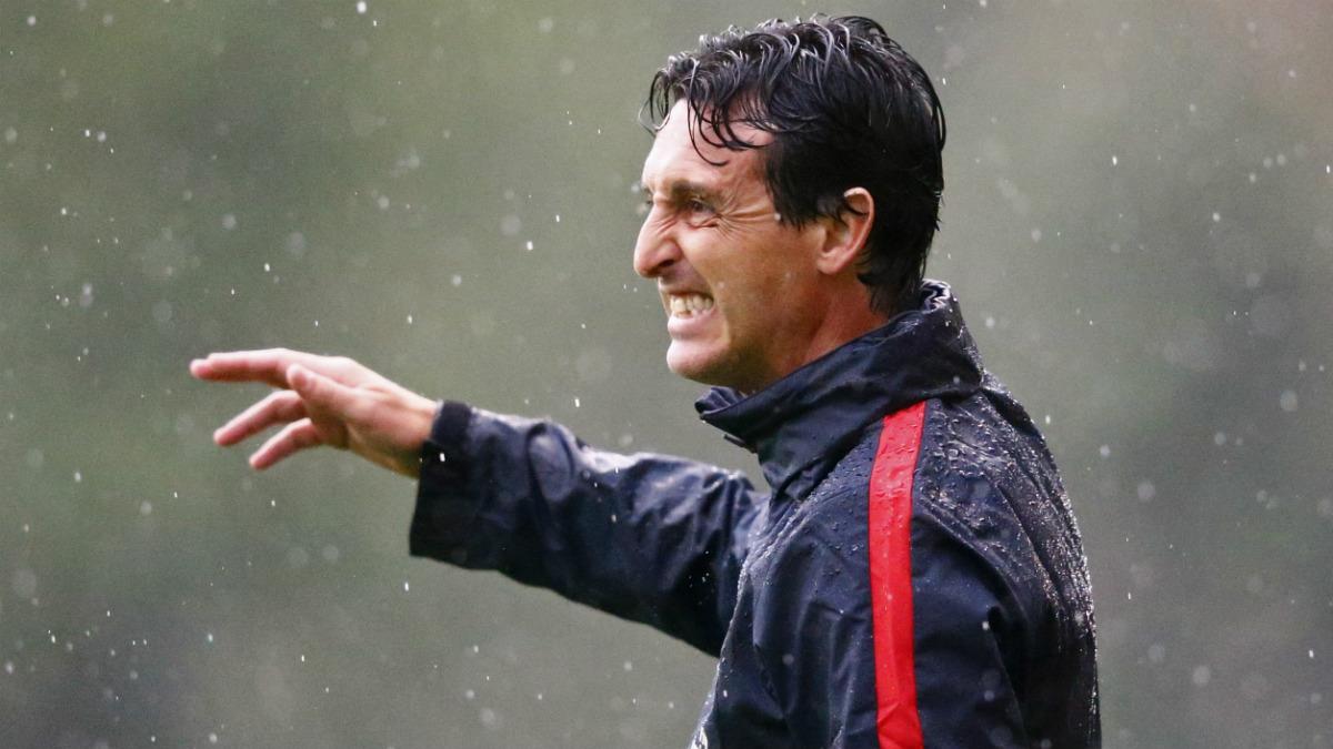 Unai Emery dirigiendo un entrenamiento del PSG. (Reuters)