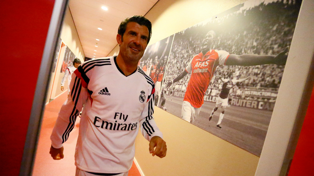 Figo, equipado con los colores del Real Madrid. (Getty)