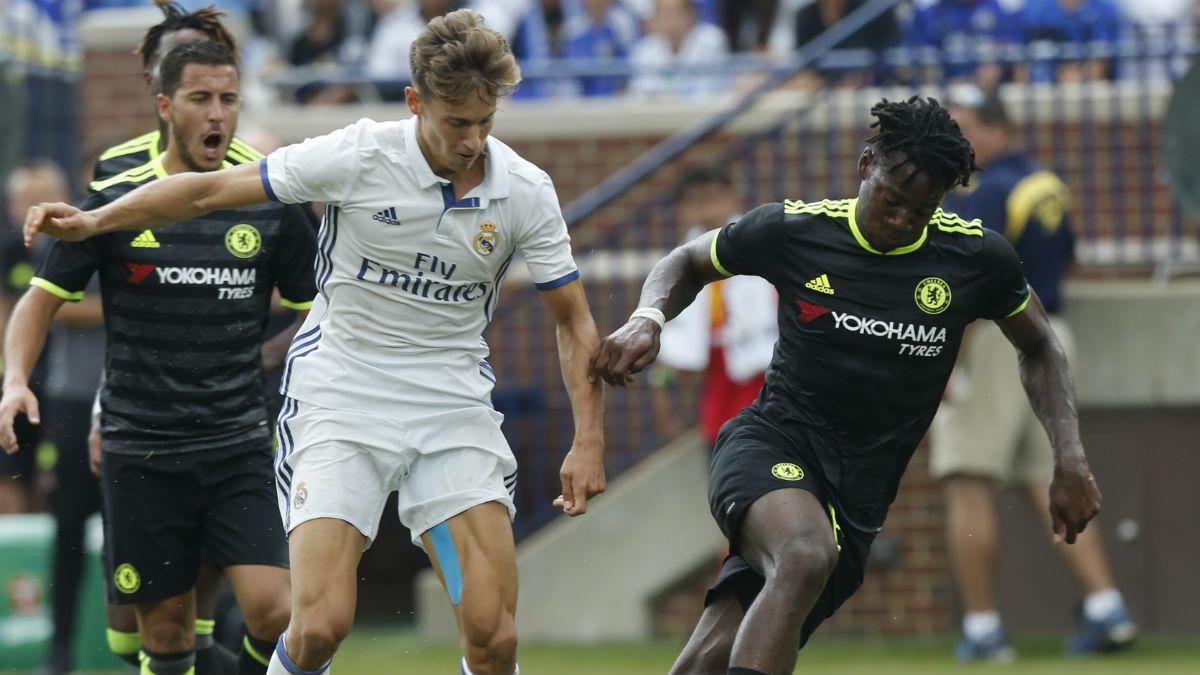 Marcos Llorente en una acción ante el Chelsea. (AFP)
