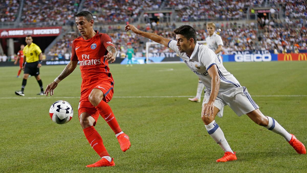 Enzo, en una pugna con Di María en el partido contra el PSG.