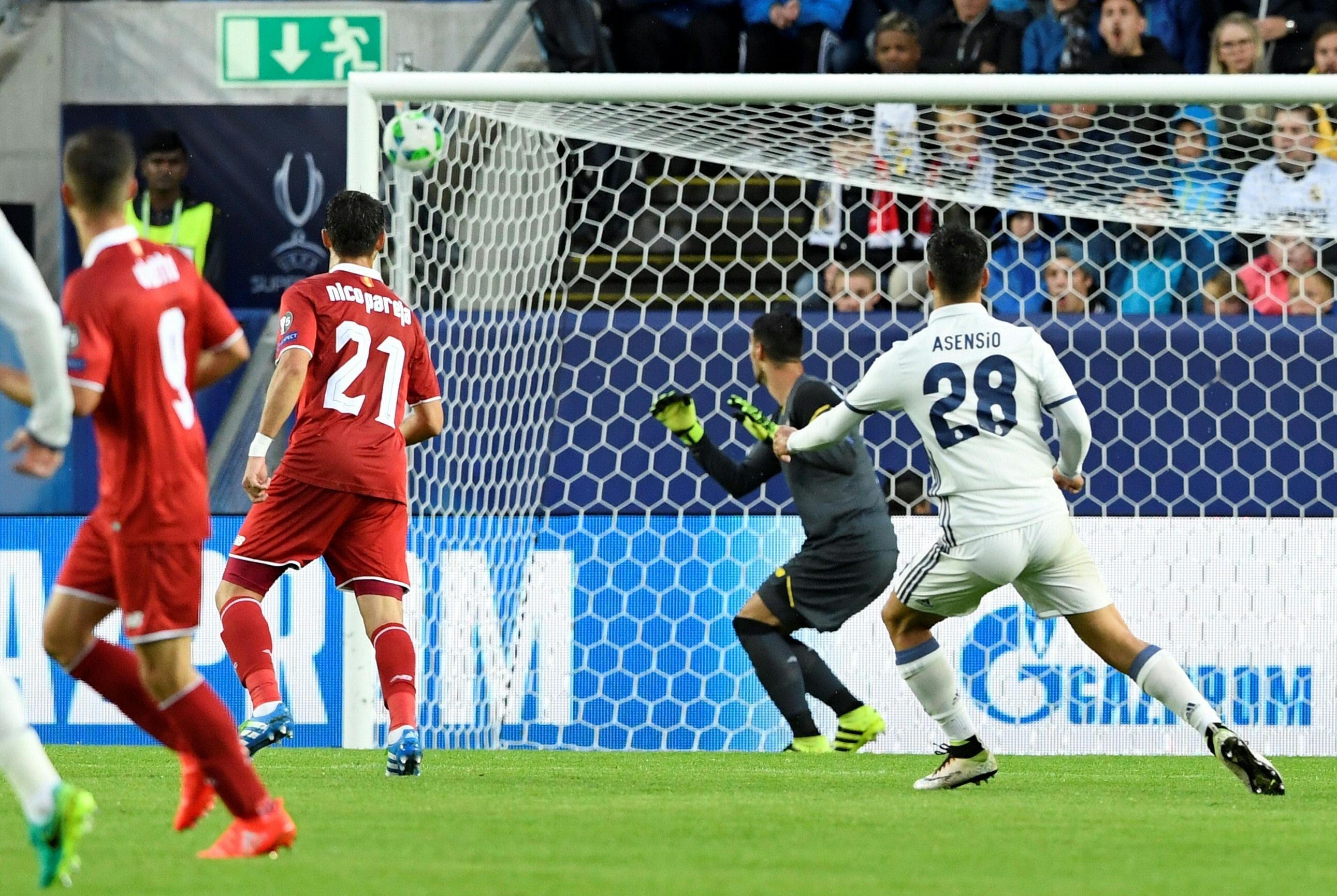 Marco Asensio marca el 1-0 para el Real Madrid. (AFP)