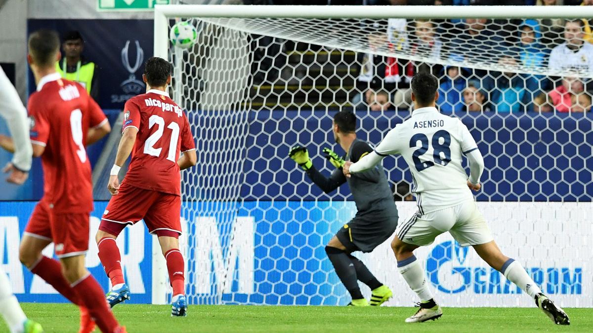 Asensio, justo después de soltar el espectacular zurdazo con el que hizo el primer gol del Real Madrid.