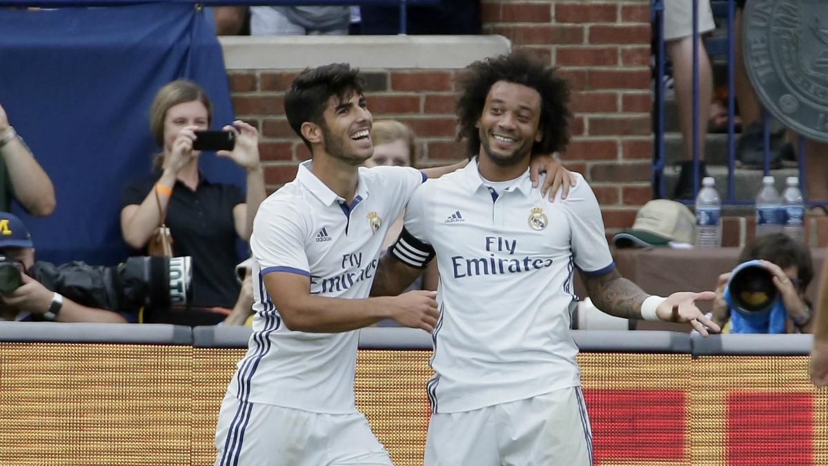 Marcelo y Marco Asensio celebran un gol en pretemporada. (AFP)
