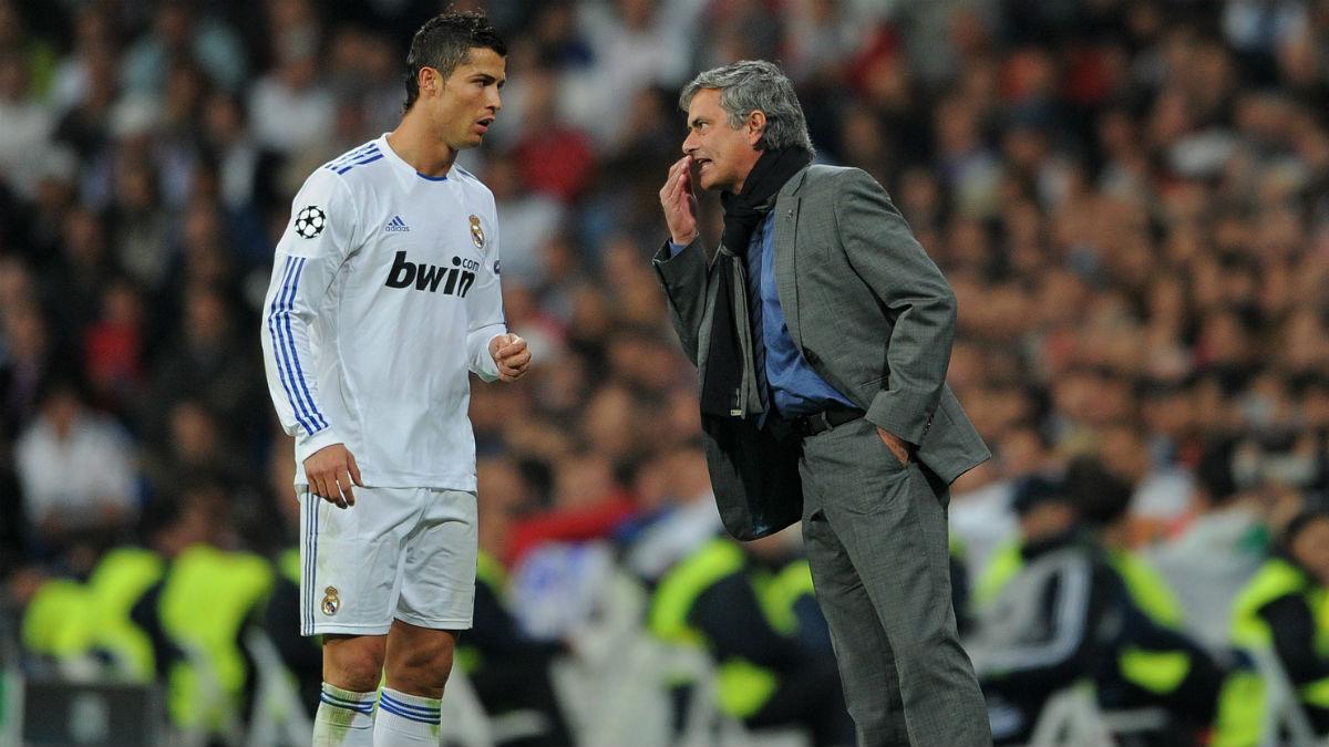 Mourinho da indicaciones a Cristiano Ronaldo. (Getty)