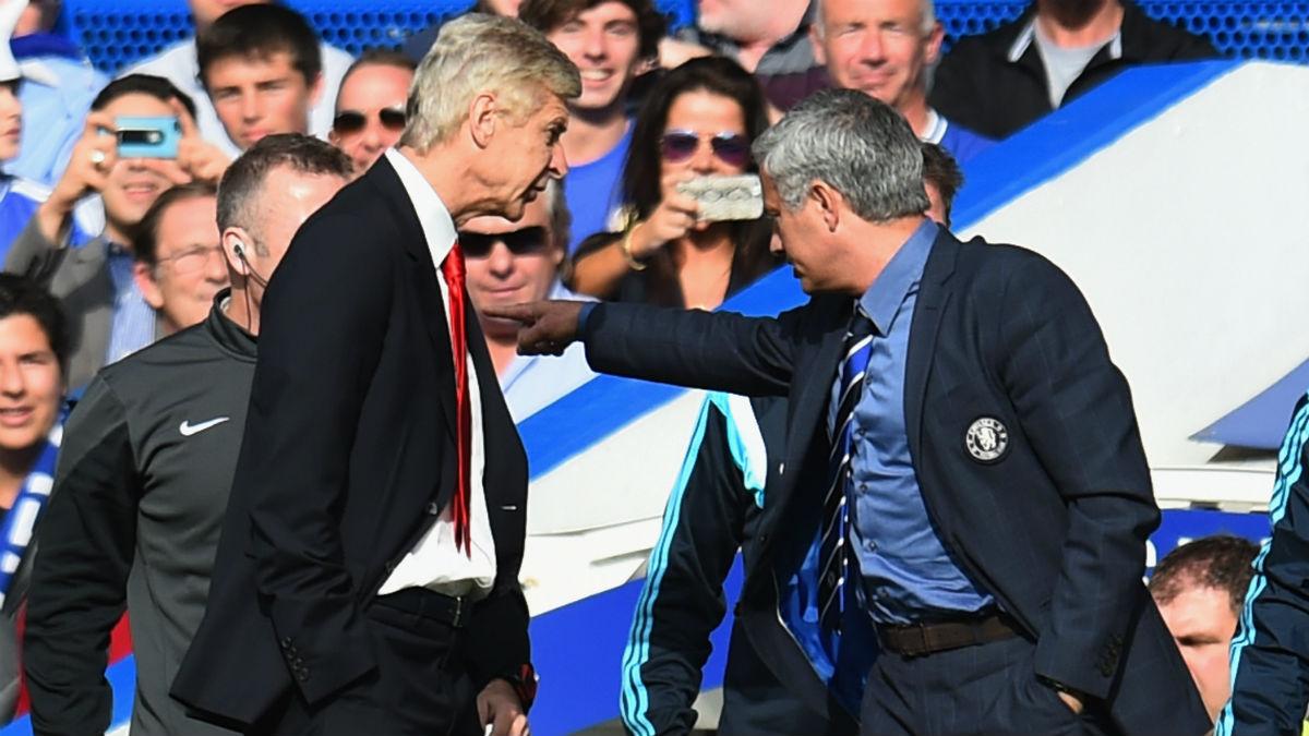 Mourinho y Wenger discuten en la Premier. (getty)